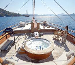 Crewed Yacht